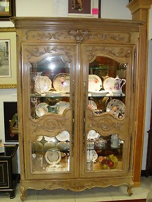 Beautiful Century Country French Hand Carved Lighted Curio