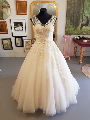 Stunning Tulle Ball Gown With Feature Lace And Corset Back Wedding Dress Size...