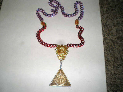 Odd Fellows Sovereign Grand Lodge I.O.O.F. Gold  Badge, Metal & Chain