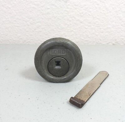 Ford Globe F50 Machine Lock Ford Gumball Bottom Lock Assembly with Bar Vintage