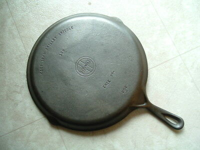 Griswold #109 small block logo cast iron skillet griddle pan erie 202 CLEAN!