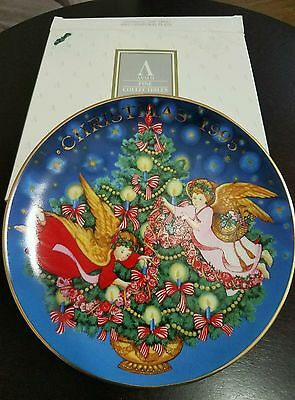 "Avon Fine Collectables ""Trimming The Tree "" 1995 Christmas Plate by Peggy Toole"