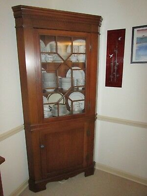 SOLID MAHOGANY CORNER CHINA CABINET ANTIQUE DINING ROOM EXTRAVAGANCE w/ KEY FEET