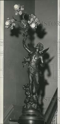 1966 Press Photo Bronze figurine holding lights displayed at Ft. Wright Museum