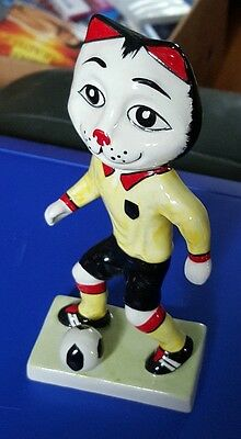 Lorna Bailey Pottery FOOTBALLER cat Limited Edition 1/3  FREE P&P %