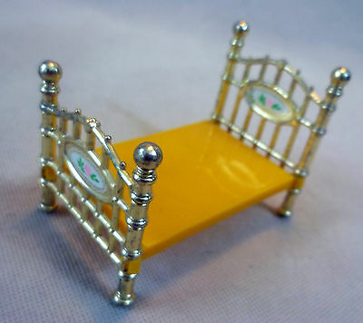 """Vintage Dolls House Small Scale Diecast Metal Mattel The Littles """"Brass"""" Bed"""