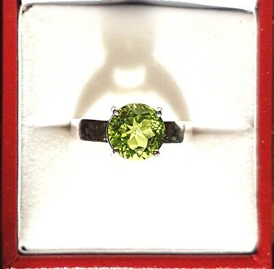 BRIGHT PARROT GREEN SPARKLING PERIDOT STERLING SILVER RING, SIZE N, 9 mm ROUND