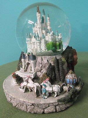 Walt Disney Store Cinderella Castle Carriage Snow Water Globe 'So This is Love'