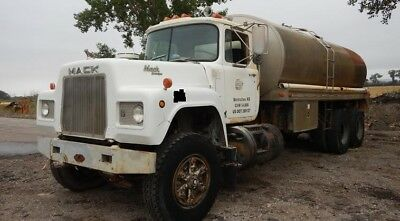 79 Mack R-Model with 3250 Butler 17' long water tank , 269,000 miles