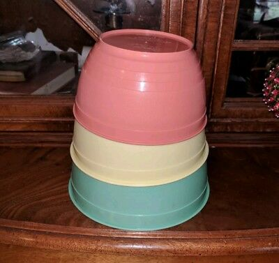 VINTAGE Country Craft nesting PLASTIC MIXING BOWLs pastel green yellow coral