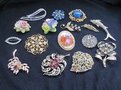 Job Lot Bundle 16 Brooches Badges Vintage Gold and Silver Tone Y299