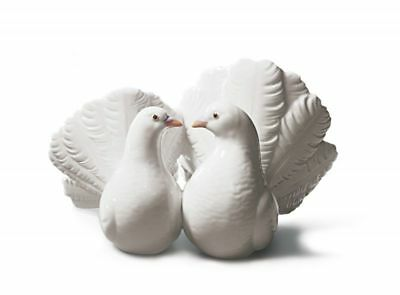 """LLADRO """"COUPLE OF DOVES"""" #1169. Celebration of Love. MINT Condition Active issue"""