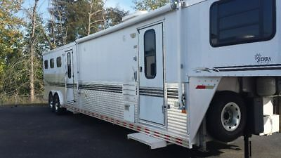 2000 sundowner Sierra 3 horse trailer with living quarters BUNK BEDS / MID TACK