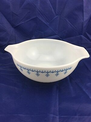 LARGE PYREX MiXING BOWL SNOWFLAKE CINDERELLA With Pouring Spouts.