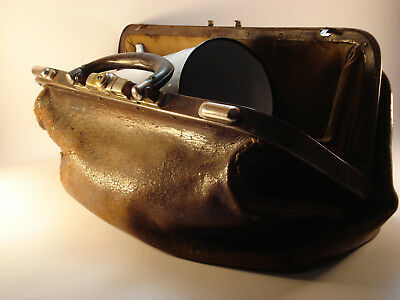 GYNAECOLOGICAL DOCTOR BAG ANTIQUE full of instruments.. ;)