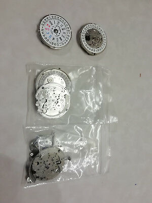 Seiko movements 2 x 7s26, 3x 7009 spares or repairs