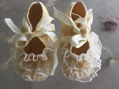 Vintage girls baby booties shoes canvas with ruffle lace pink flowers satin ties