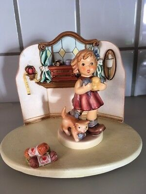Hummel Quilting Bee Hummelscape and Little Knitter figurine #2107/A