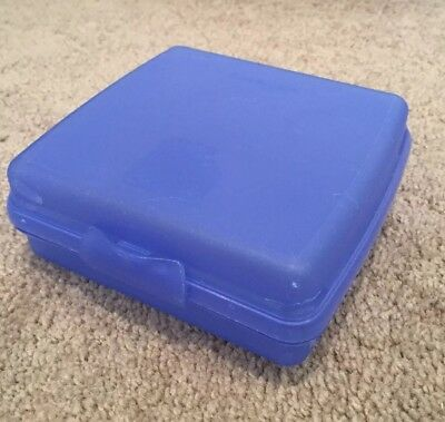 TUPPERWARE Blue Sandwich Keeper Container 5x5x2