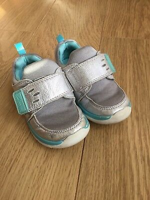 Clarks Infant Girl Silver Velcro Trainers Shoes 💕 Size 5.5 H X Wide 5.5H