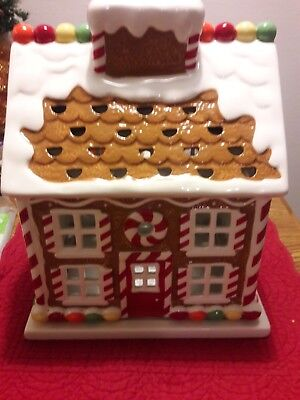 SLATKIN & CO Bath and Body Works Gingerbread House Candle Luminary 2009