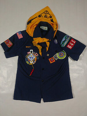 BSA Boy Scouts - M Youth Uniform w/ Patches and Scarf