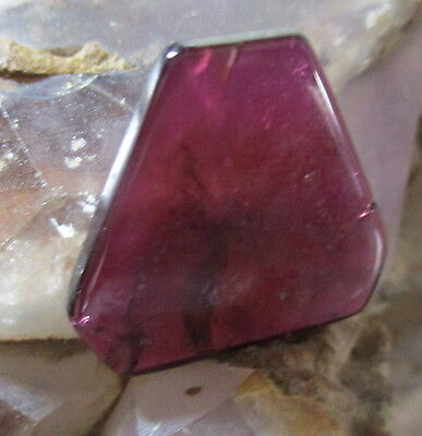 RHODOLITE GARNET NATURAL MINED UNTREATED LOVELY COLOUR HUES 24.61Ct  MF1126