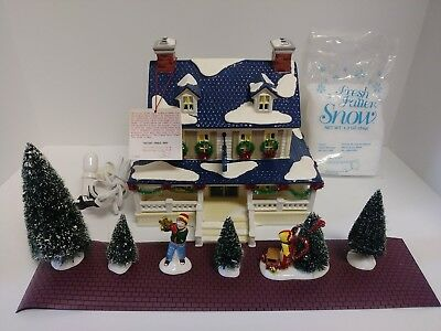 Department 56 Christmas Snow Village Snowy Pines Inn Complete 1998 Works Great!