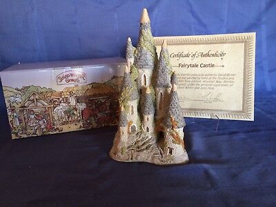 "David Winter ""Fairytale Castle"" (1982) Original Box & COA"