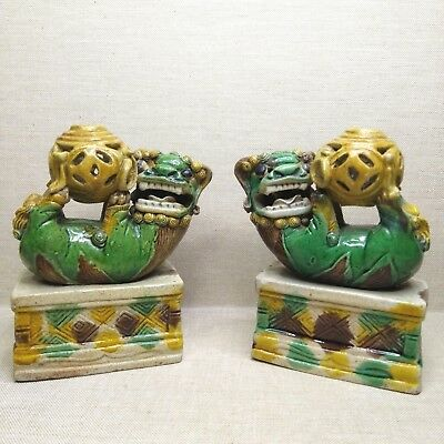 Antique A pair of Chinese porcelain figurines the Lions, 18th century.