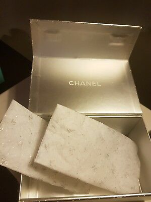 Chanel Christmas Box With Tissue And Magnet Closing