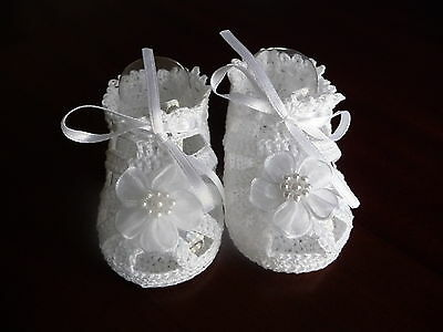 Crochet baby sandals with pearl flower