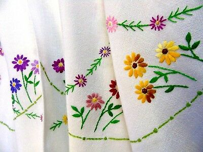 "Pretty,Vintage,Hand Embroidered Tablecloth,""Daisy Circles"".33"" x 34"" GC"