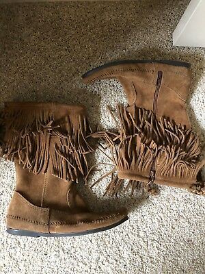 Ladies Minnetonka moc zipper boots in brown suede leather.size 9 worn once