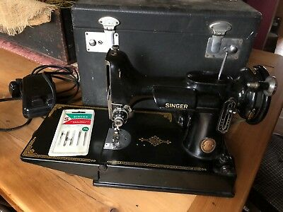Vintage 1952 Singer Featherweight 221 Sewing Machine w/ Case AL 187607