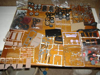 Mixed Lot Of 1:24/1:25 Scale Model Parts '31 Ford Woody (1997) & Various Tires