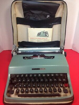 Vintage Underwood Portable Olivetti Lettera 32 Typewriter W/ Carrying Case Cover
