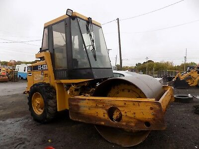 1998 Caterpillar CS-433C Vibratory Roller / CAT Compactor / Diesel / Smooth