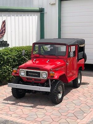 1980 Toyota Land Cruiser  1981 Toyota Land Cruiser FJ40