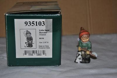 BERTA HUMMEL LITTLE SNOW SHOVELER ORNAMENT #935103 w/ Original Box - LOOK !!!!!