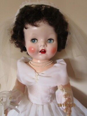 Lovely Pedigree Bride In Vintage Outfit/ Working Cryer 22 Inch 1950's