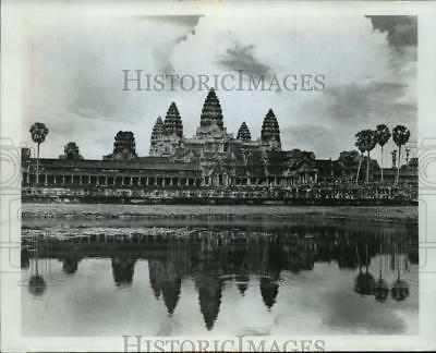 1991 Press Photo Cambodian Building Angkor Wat has Survived The Fighting
