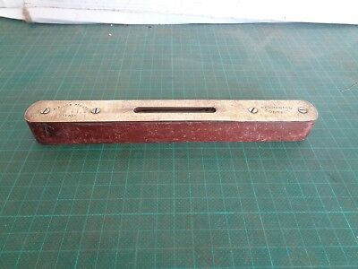 Vintage  small spirit level, wooden casing. F R  LOW  Sydney