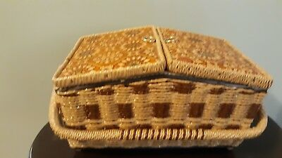 Vintage Singer Wicker Sewing Basket, Separate Tray W/Compartments Handle Nice