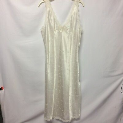 BARBIZON VINTAGE NIGHTGOWN White Satin Ivory Lace Embroidery Flutter ... 56d045f75