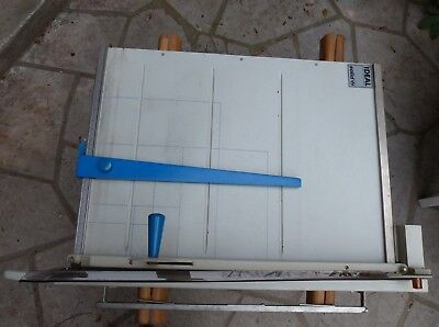 Massicot manuel pour carton type IDEAL SOLID Germany table 750x560 mm