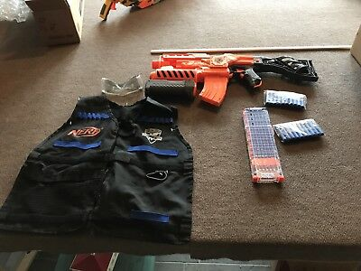 Nerf LOT Of 1 Blaster, 1 Coat, 2 Ammo Clips And 2 New Ammo Packets And Rocket