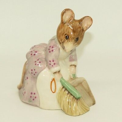 ROYAL ALBERT BEATRIX POTTER figure Hunca Munca Sweeping BP6a