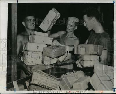 1944 Press Photo United States Marines carry Christmas packages from mail truck