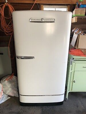 VINTAGE SINGLE DOOR GENERAL ELECTRIC REFRIGERATOR FROM 1940's, WORKS GREAT!